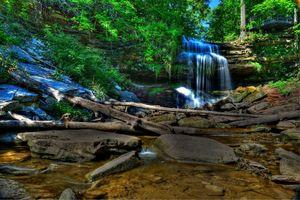 Бесплатные фото водопад,лес,деревья,камни,скалы,природа,пейзаж