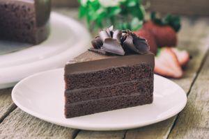 Бесплатные фото торт,крем,шоколадный,клубника,тарелка