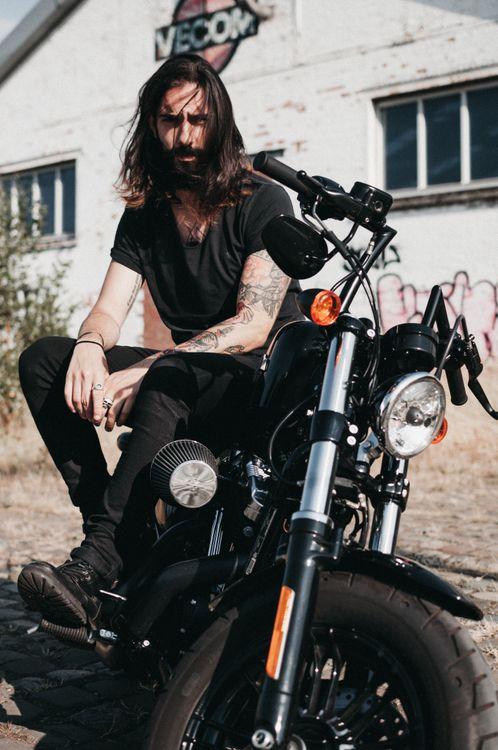 Фото бесплатно мужчина, мотоцикл, байкер, тату, харлей davidson, велосипед, мужчины