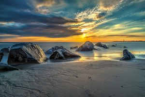 Фото бесплатно море, закат солнца, берег, пляж, песок, камни, небо, релакс, спокойствие, пейзаж