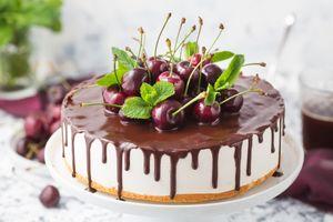 Вишневый на торте