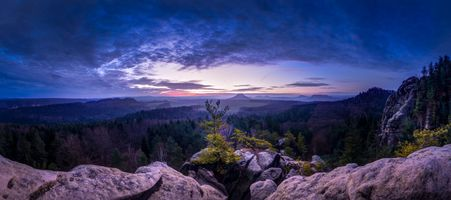 Photo free Panorama from the great bear of stone in Saxon Switzerland, with views of Lilienstein, k nigstein and Rauenstein