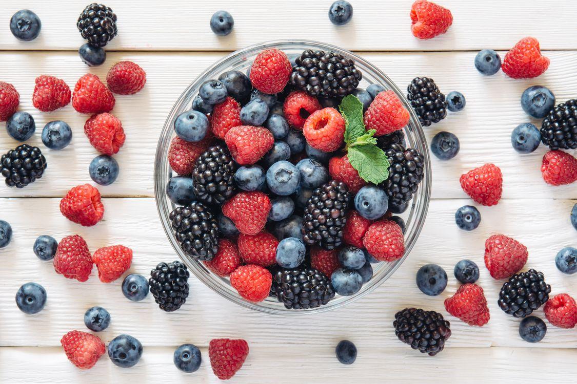 Фото бесплатно ягоды, много, клубника, малина, еда