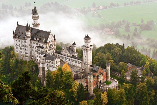 Вид с высоты на замок Нойшванштайн · бесплатное фото