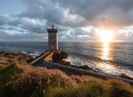 Фото бесплатно маяк, побережье, солнечный луч, Kermorvan lighthouse, Finistere, Brittany, France