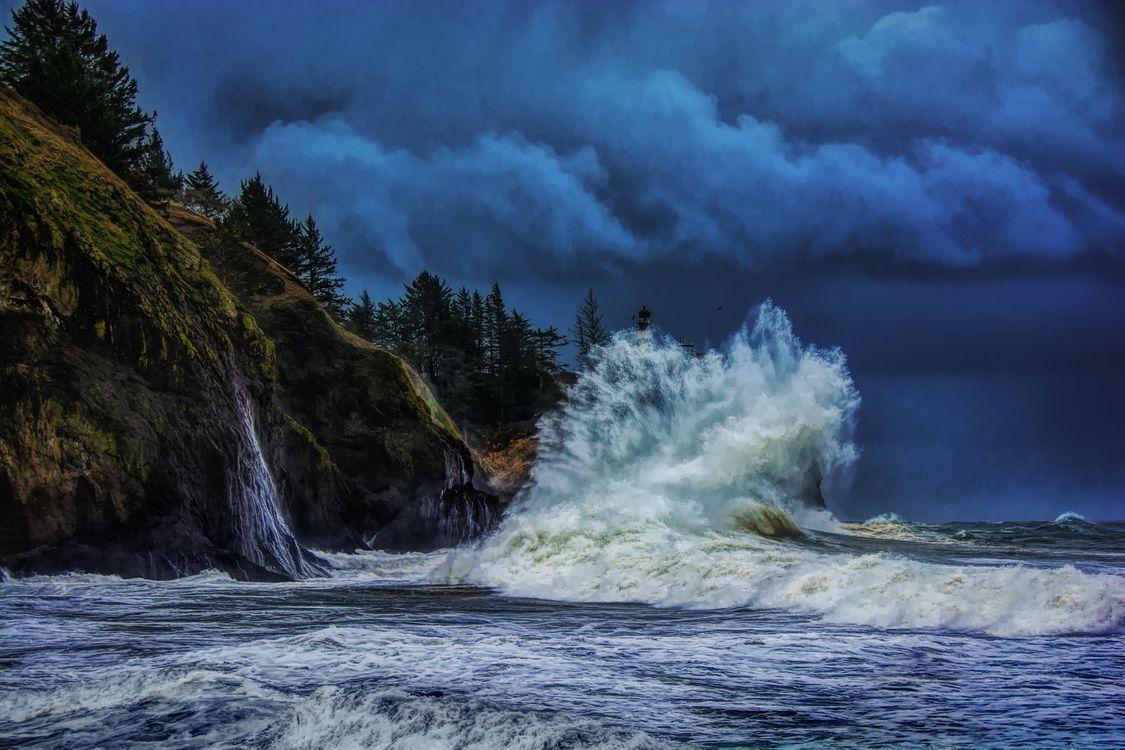 Фото бесплатно Мыс Разочарование, Тихий океан, шторм, море, волны, тучи, брызги, скалы, водопад, пейзаж, пейзажи