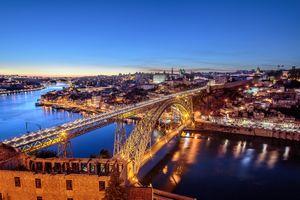 Заставки Мост Лу-я, город ночью, соединяет Порто и Вила-Нова-де-Гайя