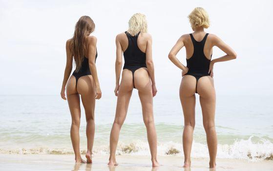 Фото бесплатно maria ryabushkina, marika, ariel, пляж, ню ню, ослы, ультра-привет-q, купальник, море, задница, загорелые, beach