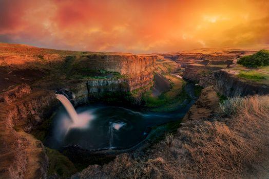 Бесплатные фото Palouse Falls,Washington state,закат,водопад,скалы,горы,река,пейзаж