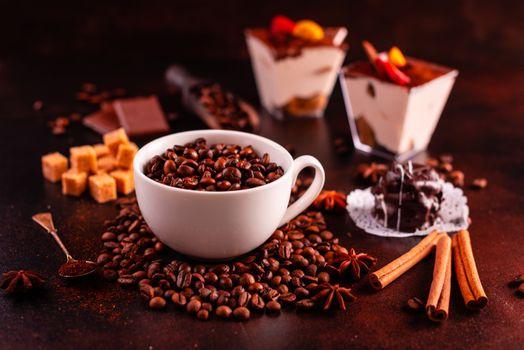 Кофейные зёрна в кружке