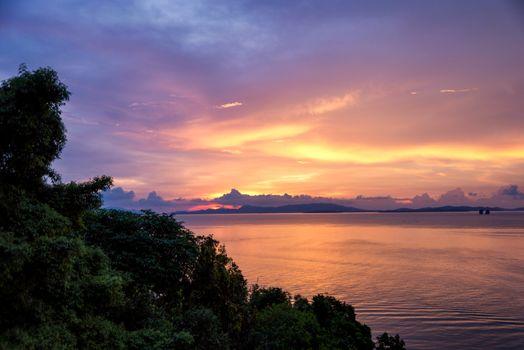 Заставки Таиланд,пляж,закат солнца,океан,деревьями,пейзаж,морской пейзаж,золотой час,цены расширенных лицензий,небо,водное пространство,природа