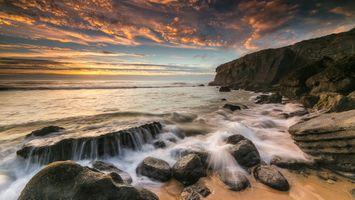 Бесплатные фото море,закат,волны,берег,камни,скалы,пейзаж