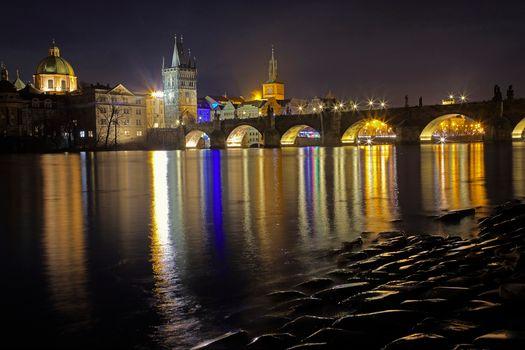 Бесплатные фото Charles Bridge,Prague,Czech Republic,Карлов мост,Прага,Чехия,ночь,иллюминация