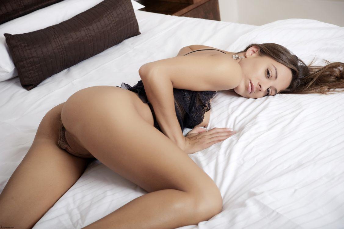 Фото бесплатно dominika, dominika c, dominika chybova, dominika a, большие половые губы, кровать, брюнетка, нижнее белье, задница, киска, половые губы, мясные шторы, эротика