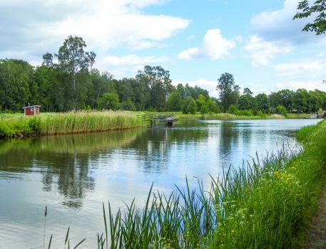 Бесплатные фото река,деревья,лес,пристань,домик,природа,пейзаж