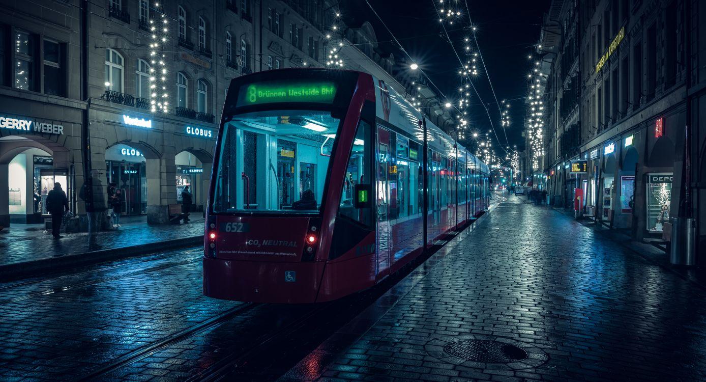 Обои Берн, трамвай, ночной пейзаж картинки на телефон