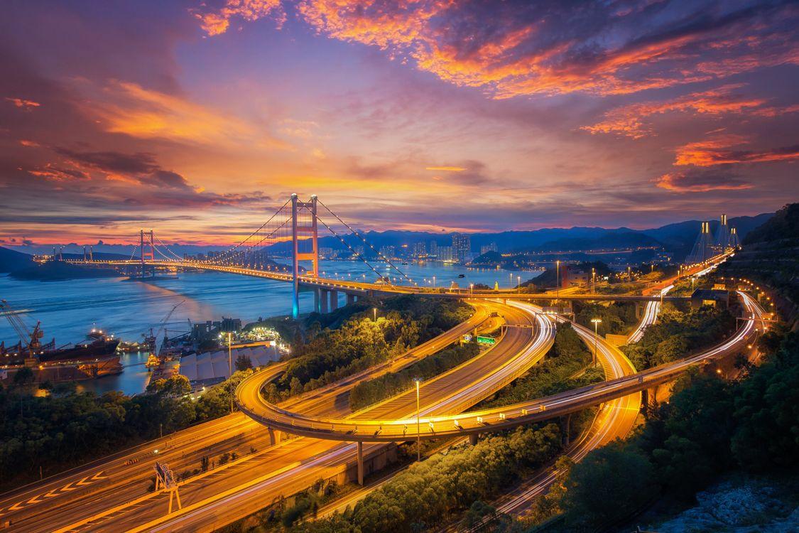 Фото бесплатно Цин ма мостовая связь между аэропортом и городом Гонконг, основной транспорт в Гонконге, Китай, дороги, мосты, закат, городской пейзаж, город