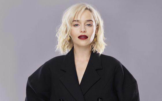 Photo free Emilia Clarke, kimono, blonde