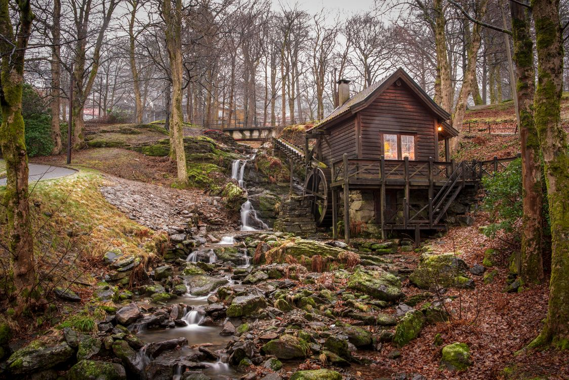 Фото бесплатно водяная мельница, осень, лес, водопад, деревья, камни, речка, ручей, природа, пейзаж, пейзажи