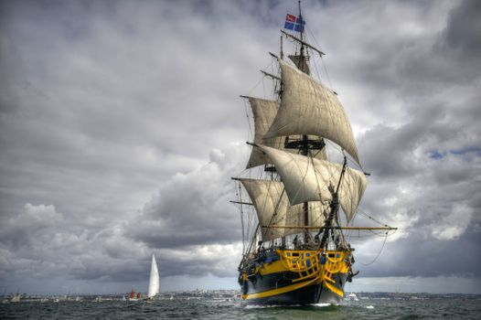 Заставки Регата, облака, корабль