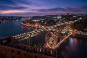 Фото бесплатно Порту, Португалия, город, ночь, огни, иллюминация, мост, дома, закат, сумерки