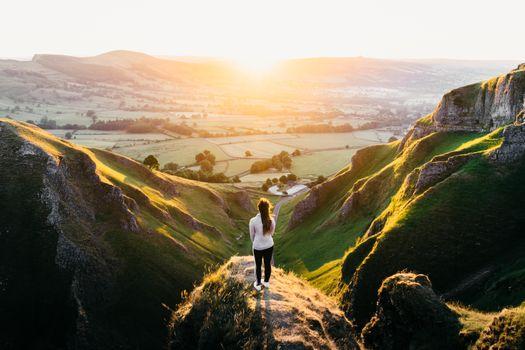 Бесплатные фото девушка,взгляд,женщина,гора,странник,стрельба,Британия,большой открытый,перспектива,англия,uk,креативный