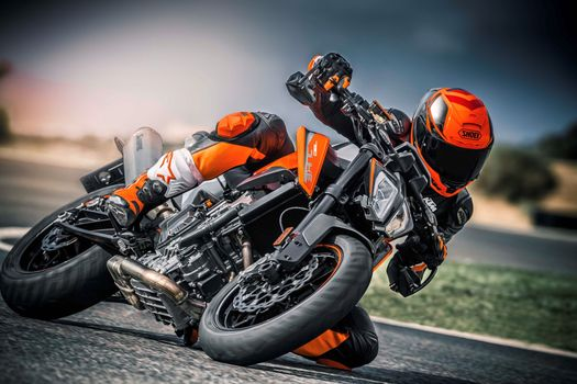 Photo free KTM 790 Duke, biker, on track