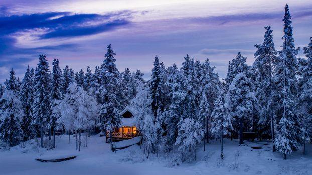 Бесплатные фото Kiruna,Sweden,Polar Night,Arctic Circle,зима,лес,деревья,домик,сугробы,пейзаж