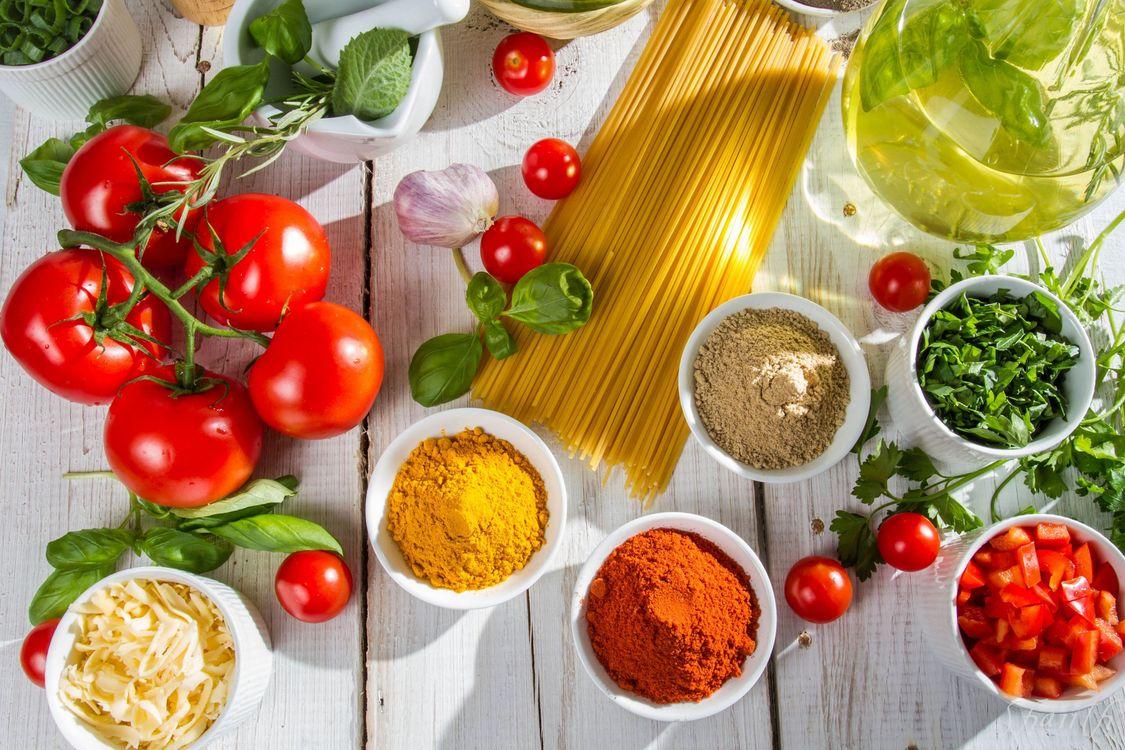 Фото бесплатно специи, спагетти, помидоры - на рабочий стол