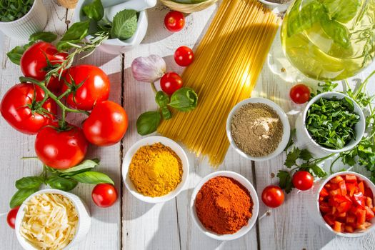 Photo free spices, spaghetti, tomatoes