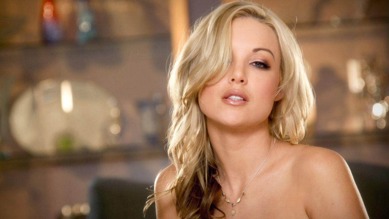 Шикарная модель блондинка · бесплатная заставка
