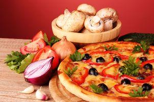Пицца и шампиньоны · бесплатное фото
