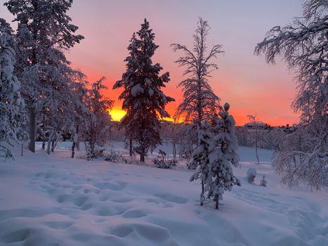 Заставки закат,зима,снег,сугробы,деревья,домик,природа,пейзаж