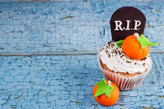 Cupcake with headstone · free photo