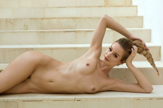 Фото бесплатно грязная блондинка, улыбка, соски