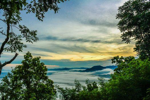 Бесплатные фото туман,утро,Окружающая среда,природа,путешествовать,Таиланд,Красоту,гора,небо,облако,лес,Восход