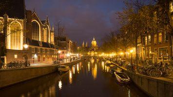 Река в Амстердаме