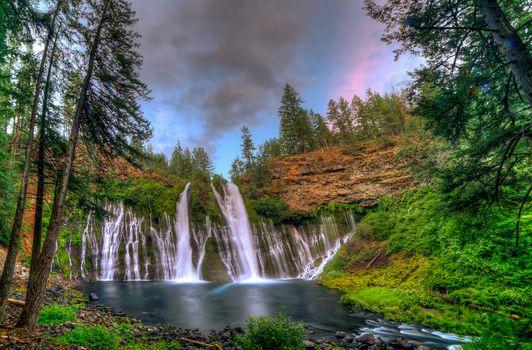 Бесплатные фото Burney Falls,Northern California,водопад,река,скалы,деревья,пейзаж