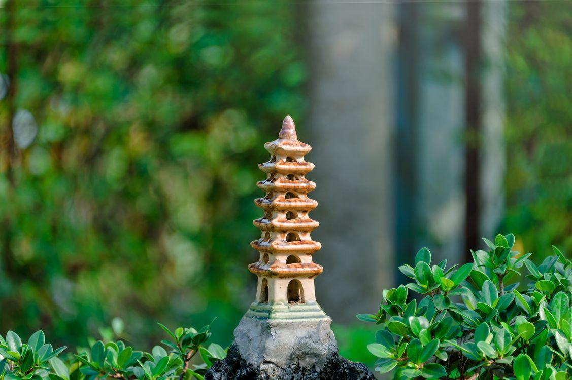 Обои украшение, фигурка, сад, трава, рост, на открытом воздухе, растения, время года, камень, старинные, боке, дерево, дзен на телефон | картинки природа