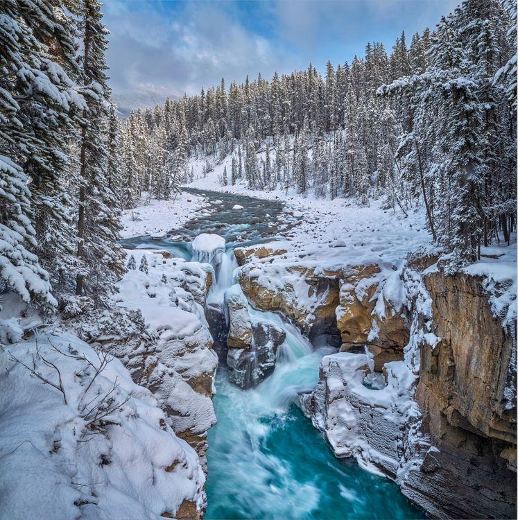 Фото бесплатно Swampta Falls, Jasper National Park, Alberta, Canada, пейзажи - скачать на рабочий стол
