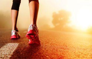 Фото бесплатно бег, обувь, спорт, ноги, асфальт, кроссовки