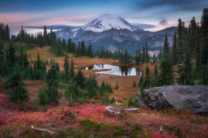 Бесплатные фото Tipsoo Lake,Mount Rainier National Park,закат,осень,горы,озеро,деревья
