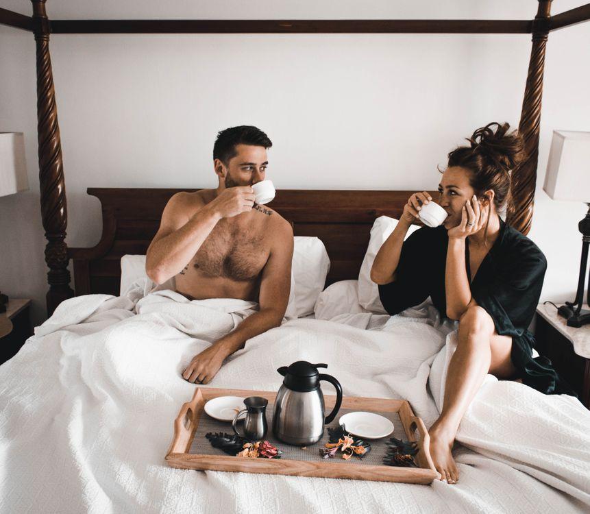 Фото бесплатно обои, натюрморт, женщина, девушка, naturidyll, образ жизни, пить кофе, интерьер, друг, любовь, милая пара, женатый, медовый месяц, кофе в постели, завтрак в постели, ситуации