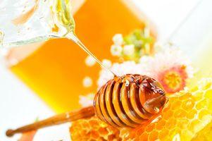 Струйка свежесобранного мёда · бесплатное фото