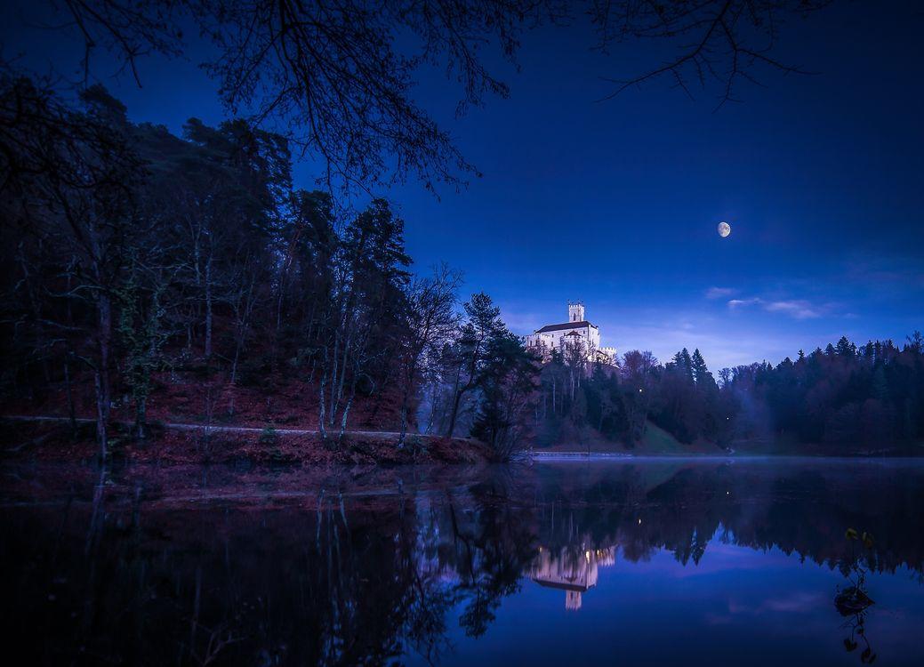 Фото бесплатно Trakoscan Castle, Croatia, Замок Тракоскан, Хорватия, озеро, ночь, луна, деревья, пейзаж, пейзажи