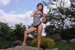 Фото бесплатно Шатенка, Ноги, секси