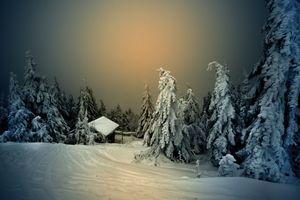 Бесплатные фото зима,снег,сугробы,домик,деревья,закат,природа