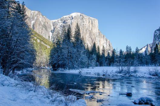 Фото бесплатно пейзаж, горы, река, деревья