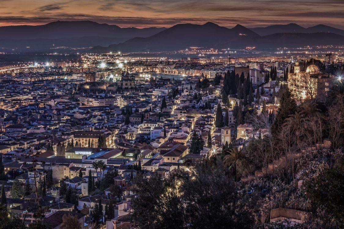 Фото бесплатно Ночной городской пейзаж Granada, Гранада, Испания, Ночной городской пейзаж иллюминация, город