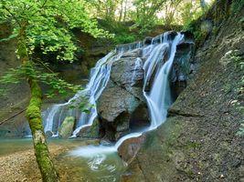 Бесплатные фото водопад,скалы,деревья,течение,природа,пейзаж